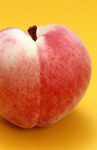 むくみがちな体にはカリウムの豊富な桃がオススメ
