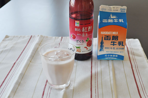ざくろ酢(紅酢(ホンチョ))の牛乳割り