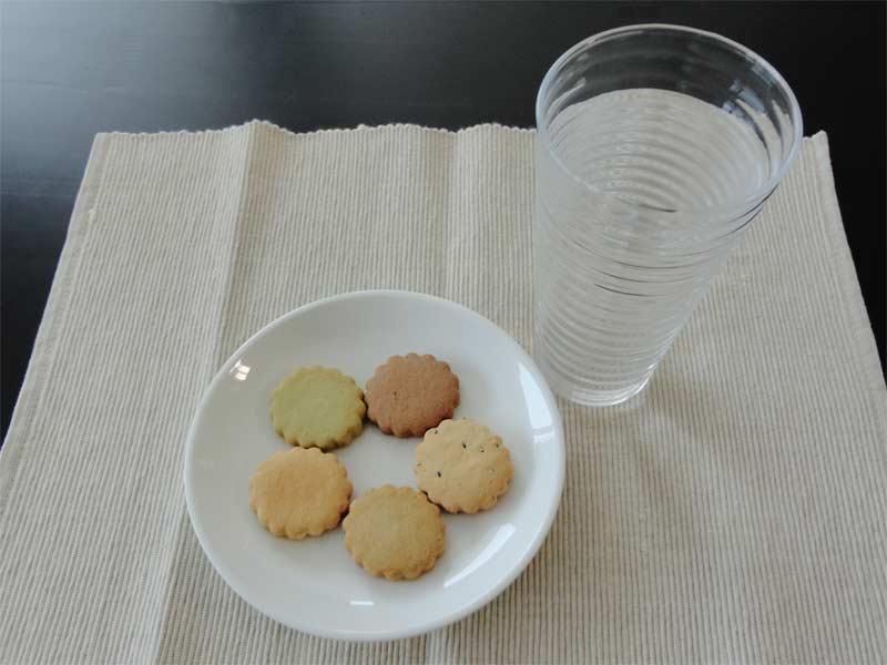 クッキーと水