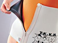 トカちゃんクニちゃんベルトをしている女性